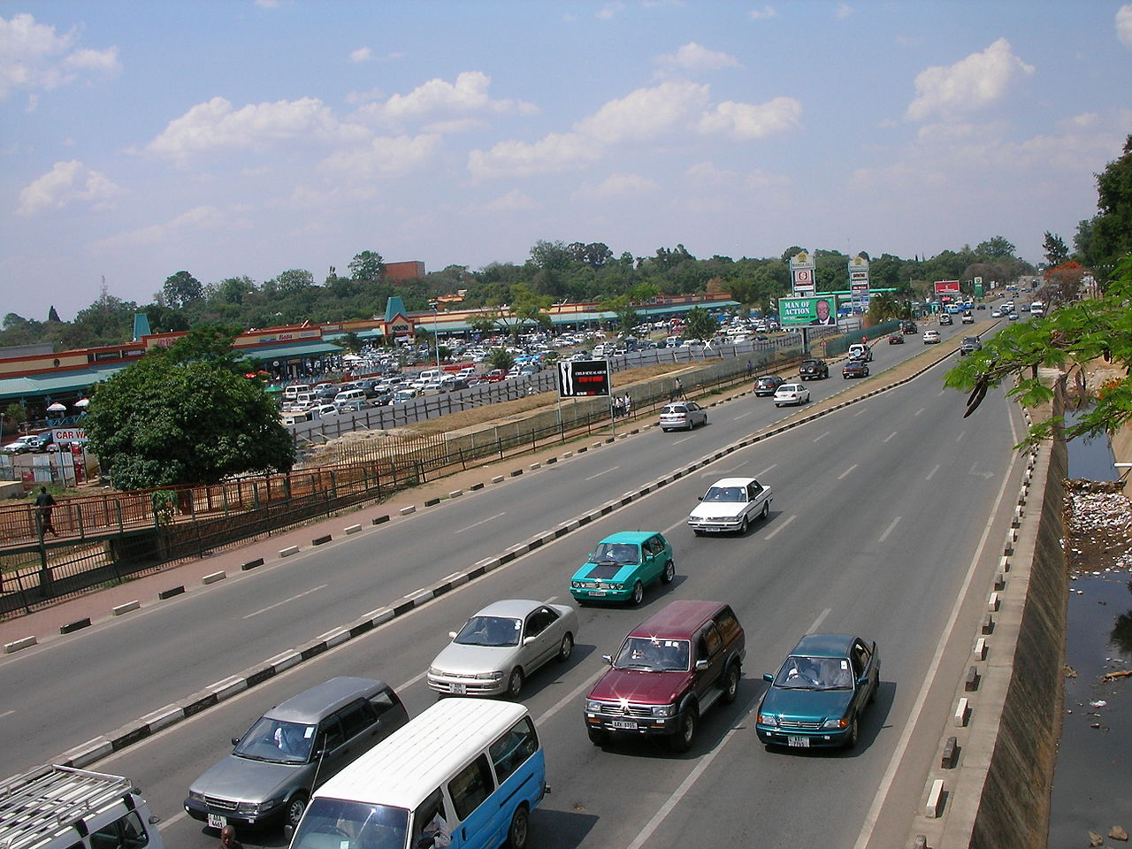 1280px-Lusaka_-_Manda_Hill_Shopping_Centre.JPG